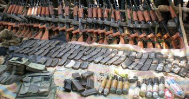 یک هفته بعد از درگیری در سوکما مائوئیستها عکسهایی از سلاحهای مدرن مصادره شده از نیروهای پلیس منتشر نمودند