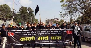 尼泊尔:反奥利政府黑色游行