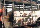 Cuadros del PCI(maoísta) incendian un autobús en el distrito de Malkangiri durante la semana de protesta